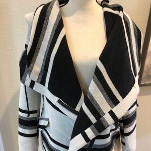 NWOT Women's BB DAKOTA Coat- Size M